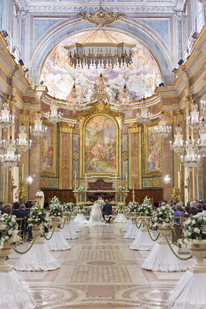 Basilica dei Santi Giovanni e Paolo, la chiesa dei lampadari
