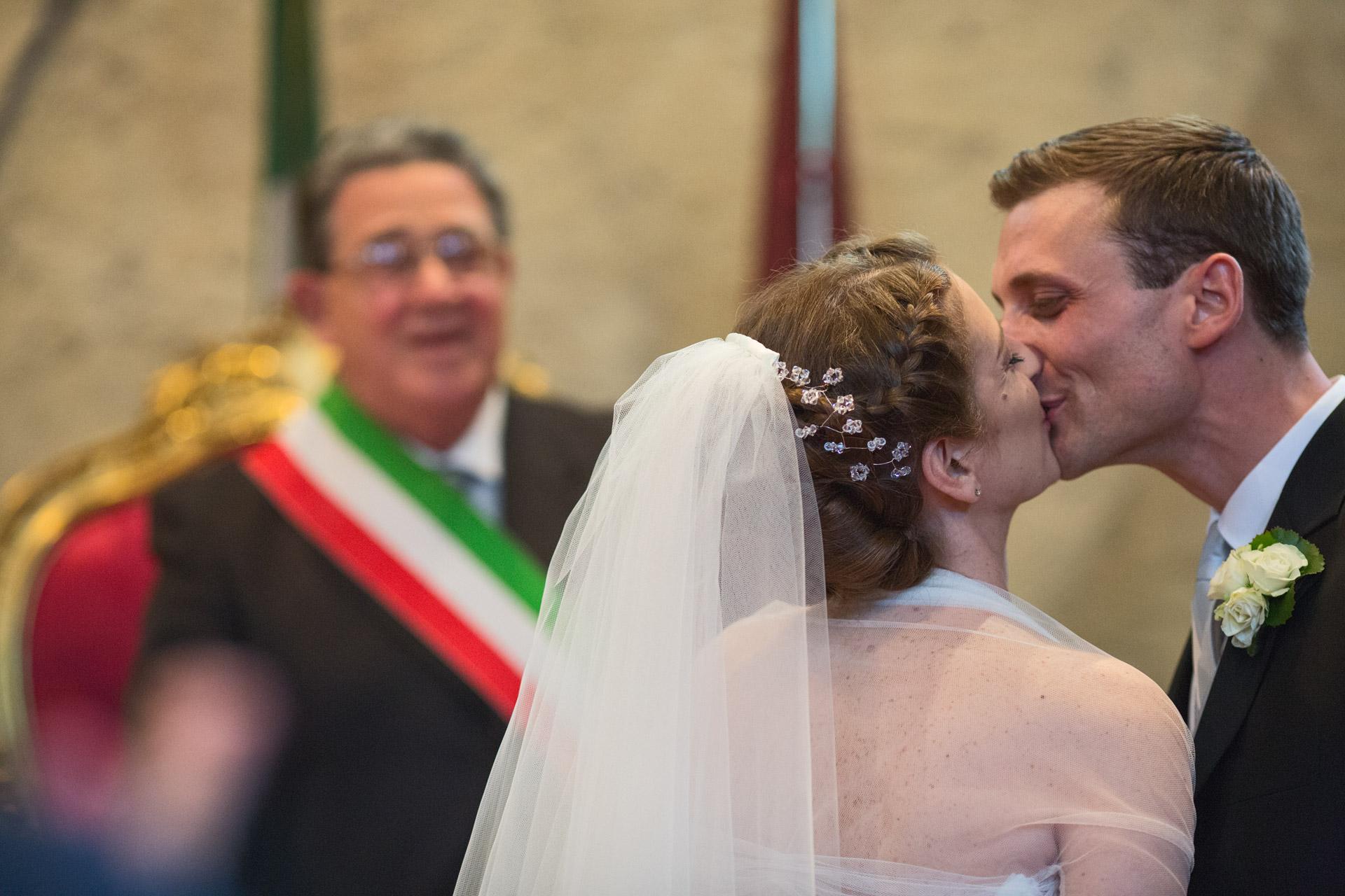 primo bacio al comune