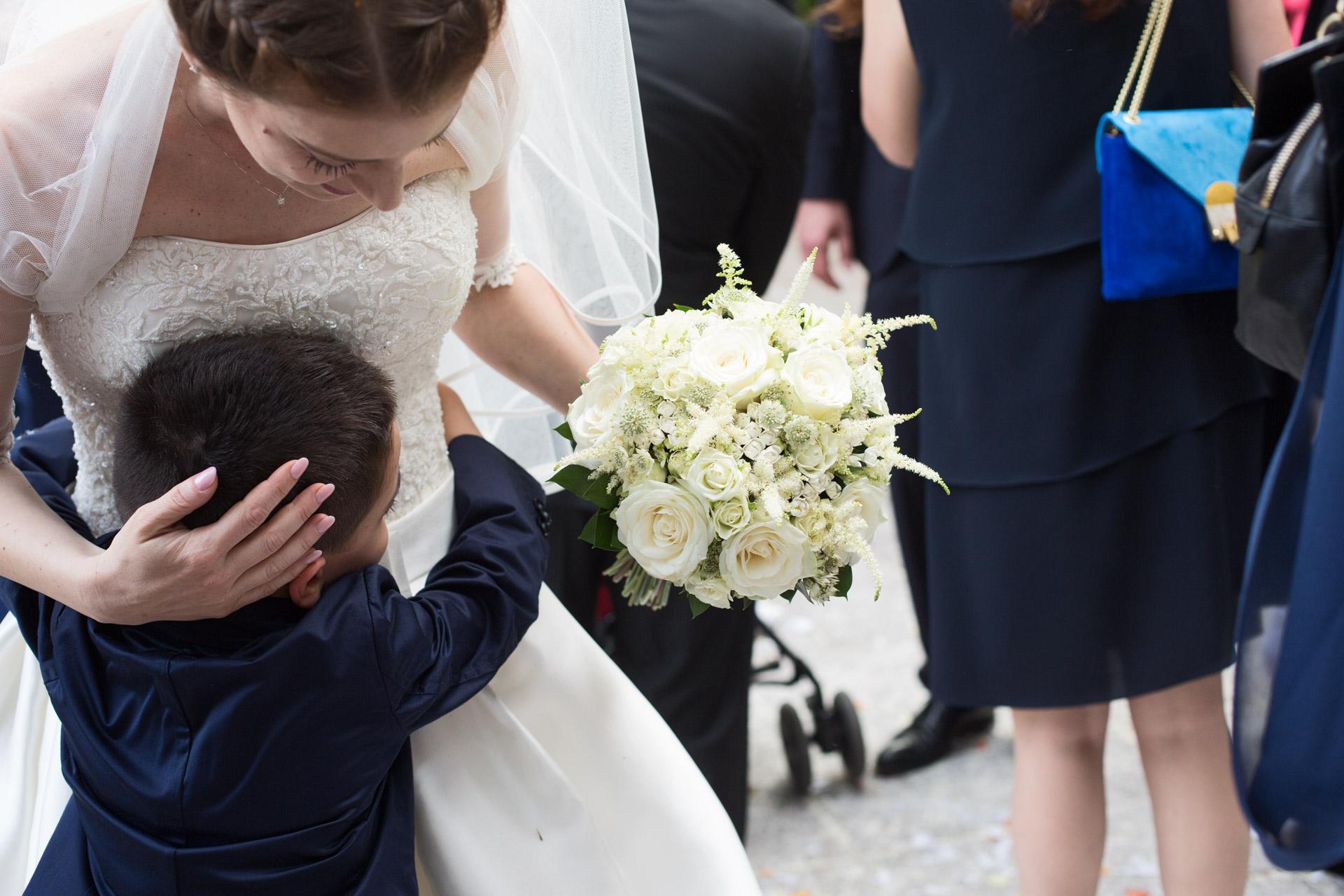 abbraccio alla sposa
