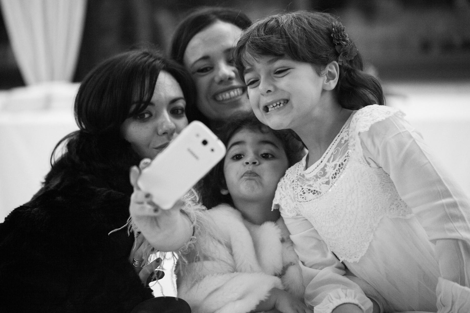 selfie con sorella e nipoti