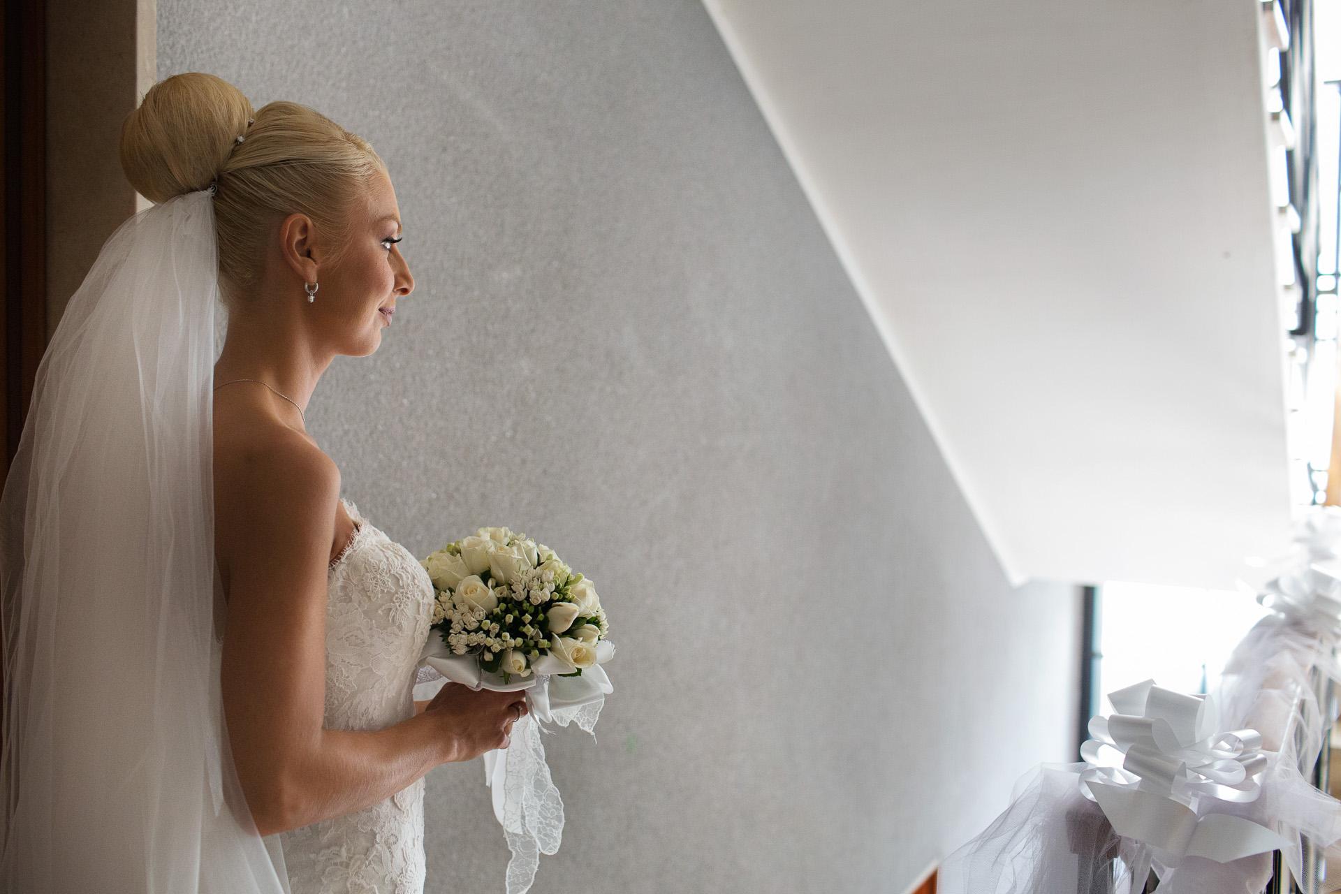 la sposa per le scale