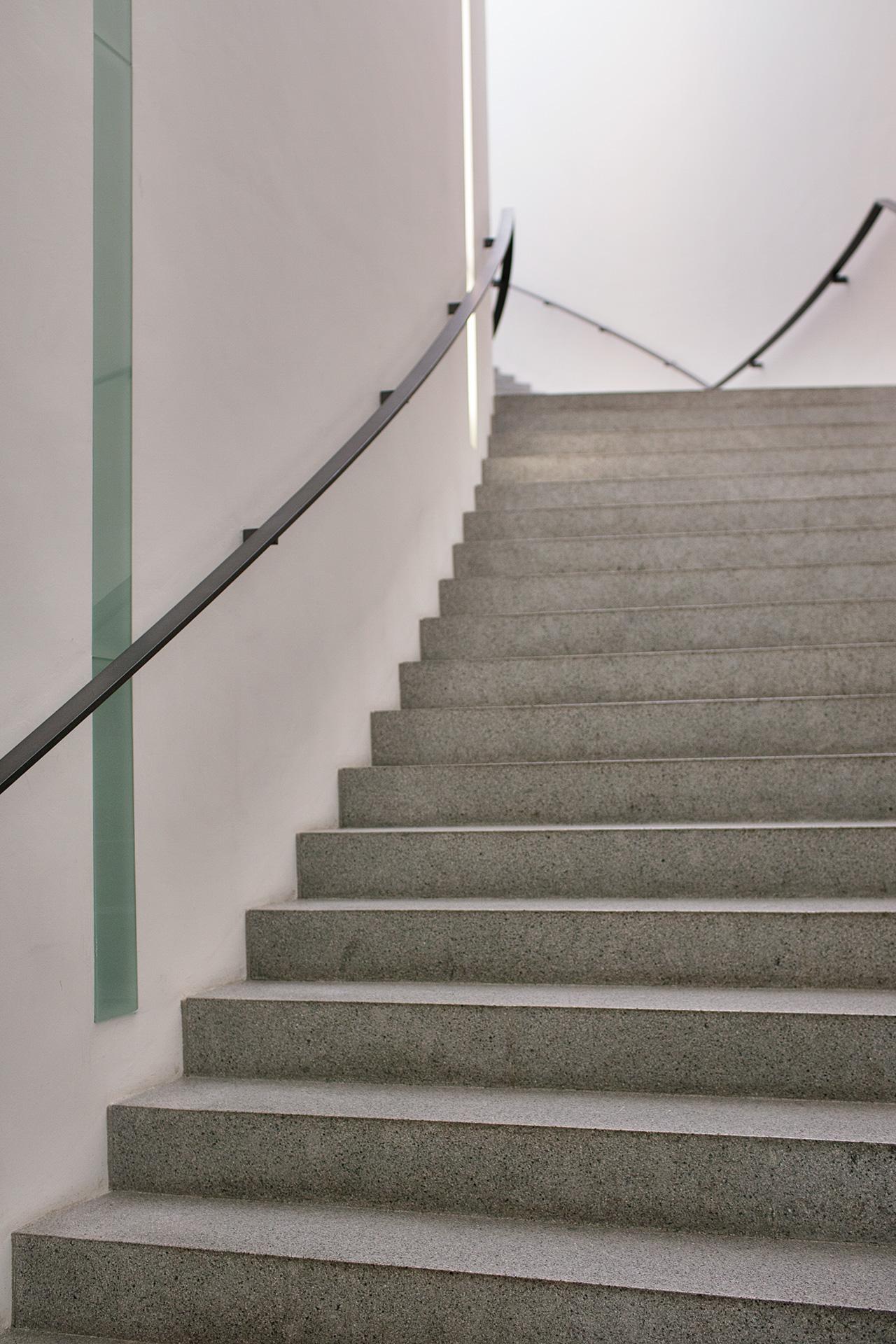 _nf-Munchen-PinakothekDerModerne-stairs