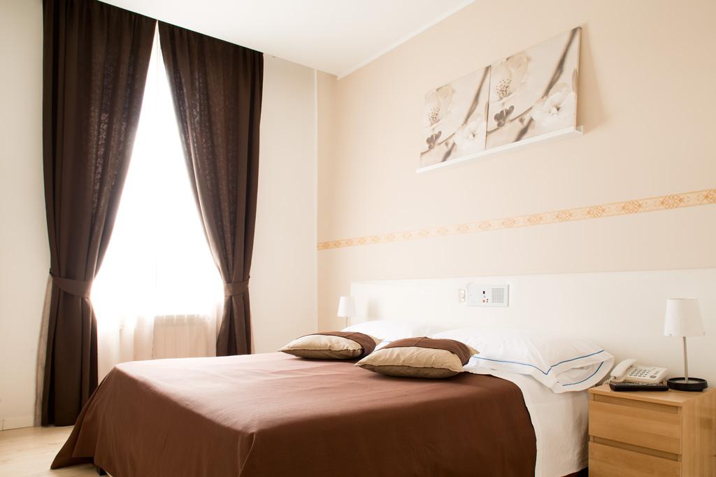 Fotografia d'interni: camera matrimoniale dell'Hotel Indipendenza. copyright © _nf