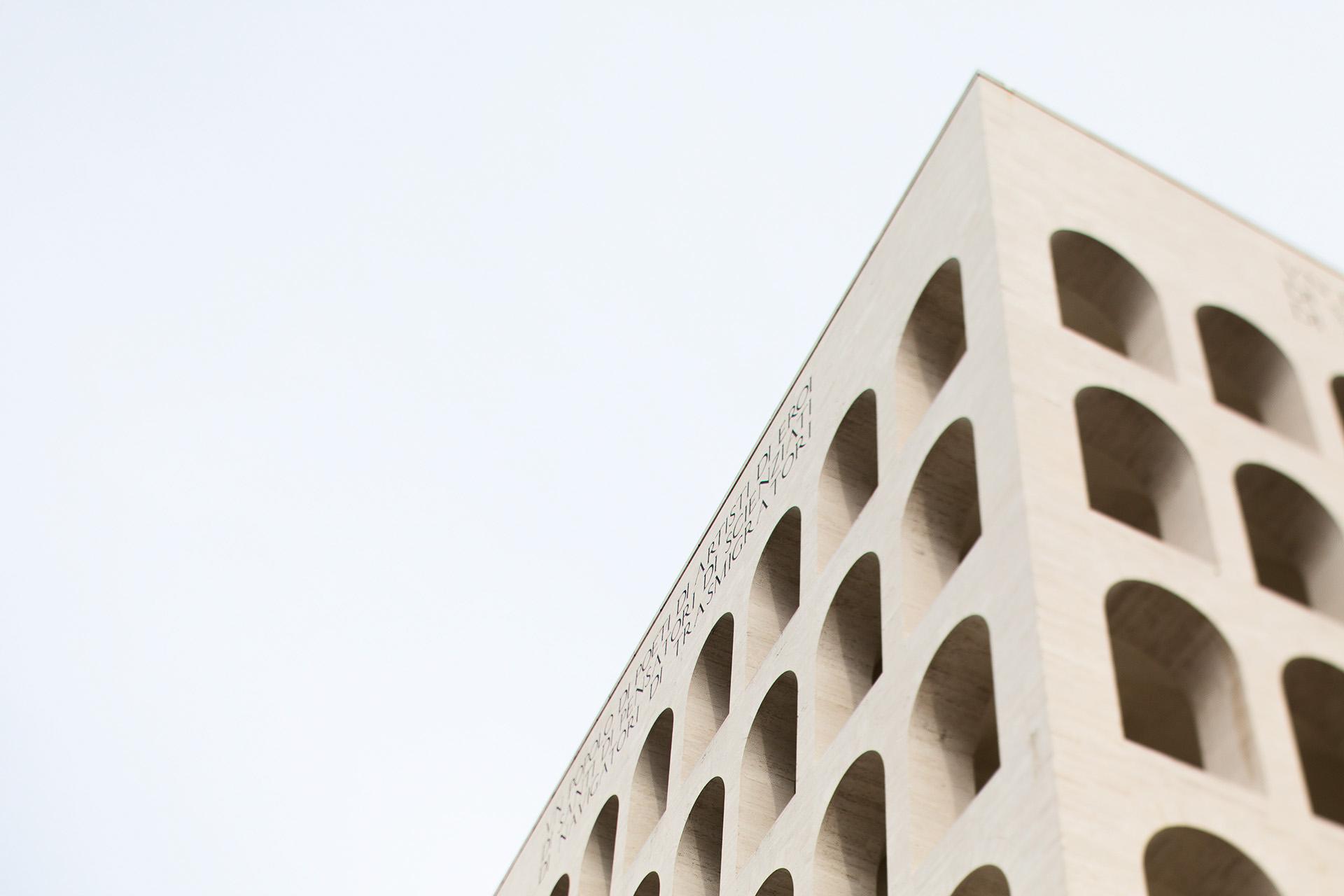 Cityscape: dettaglio del Palazzo della Civiltà Romana a Roma. copyright © _nf