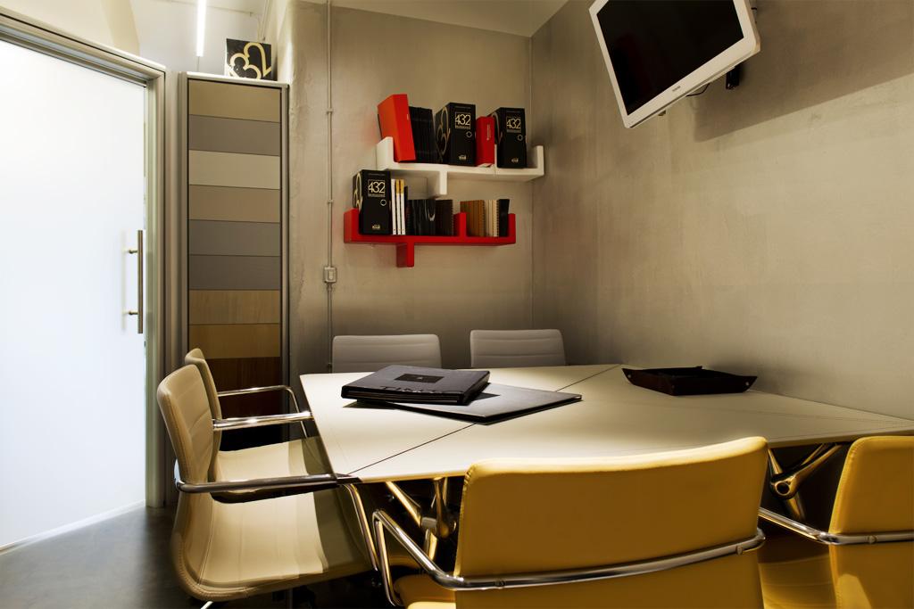 Fotografia d'interni: sala riunioni 432 professionisti. copyright © _nf