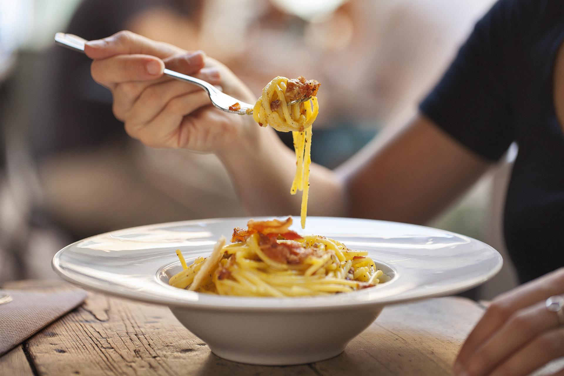 Fotografia food: la carbonara del Bar del Fico, Roma