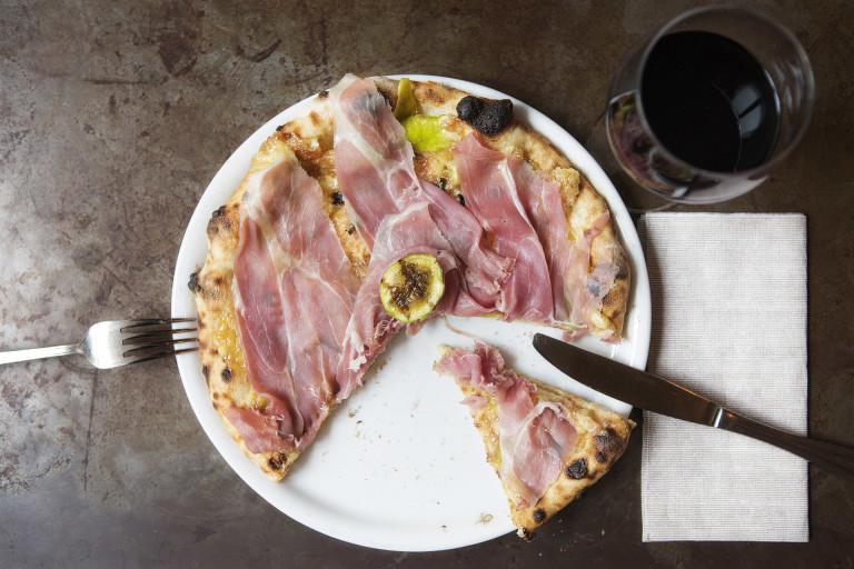 Fotografia Roma - Fotografia food: la pizza prosciutto e fico del Bar del Fico, Roma