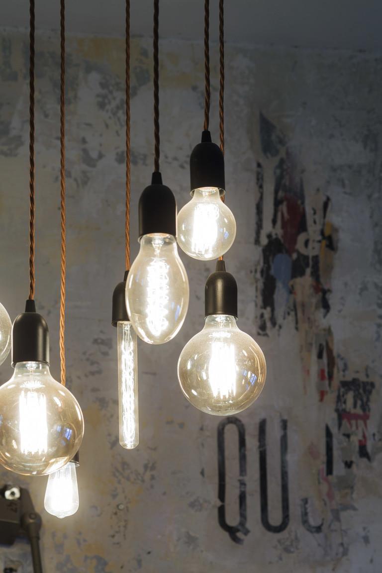 Fotografia d'interni: dettaglio illuminazione del Bar del Fico, Roma