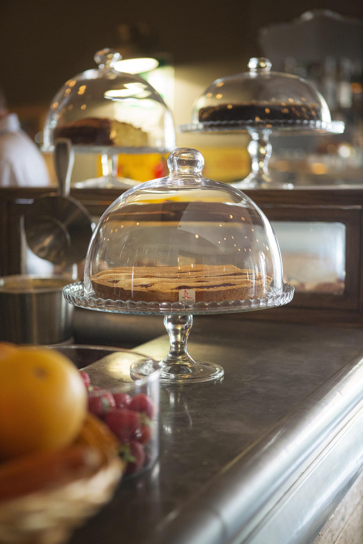 Fotografia d'interni: colazione al Bar del Fico, Roma