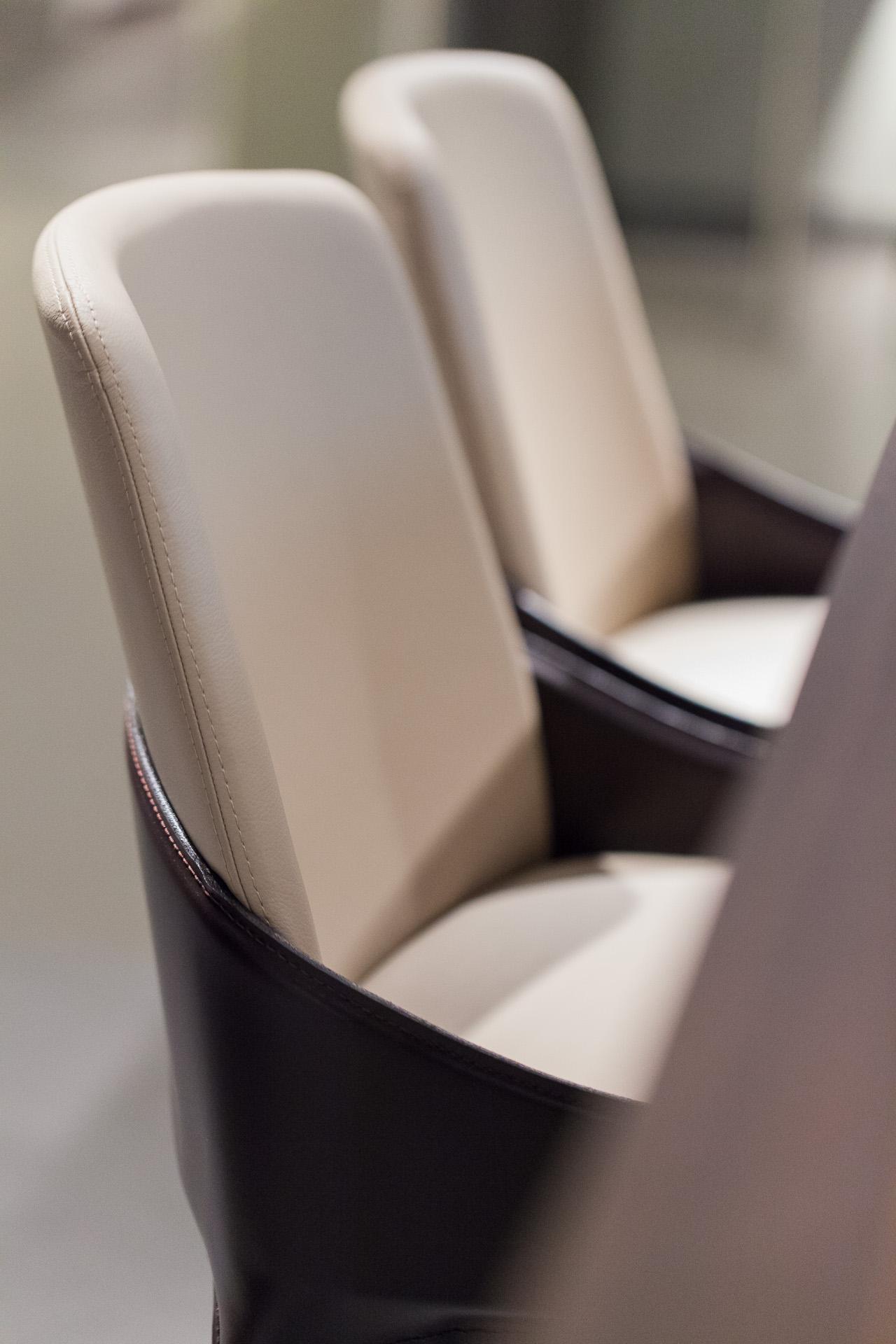 Showroom Binacci: sedie Studio Klass per Fiamitalia, designer Marco Maturo