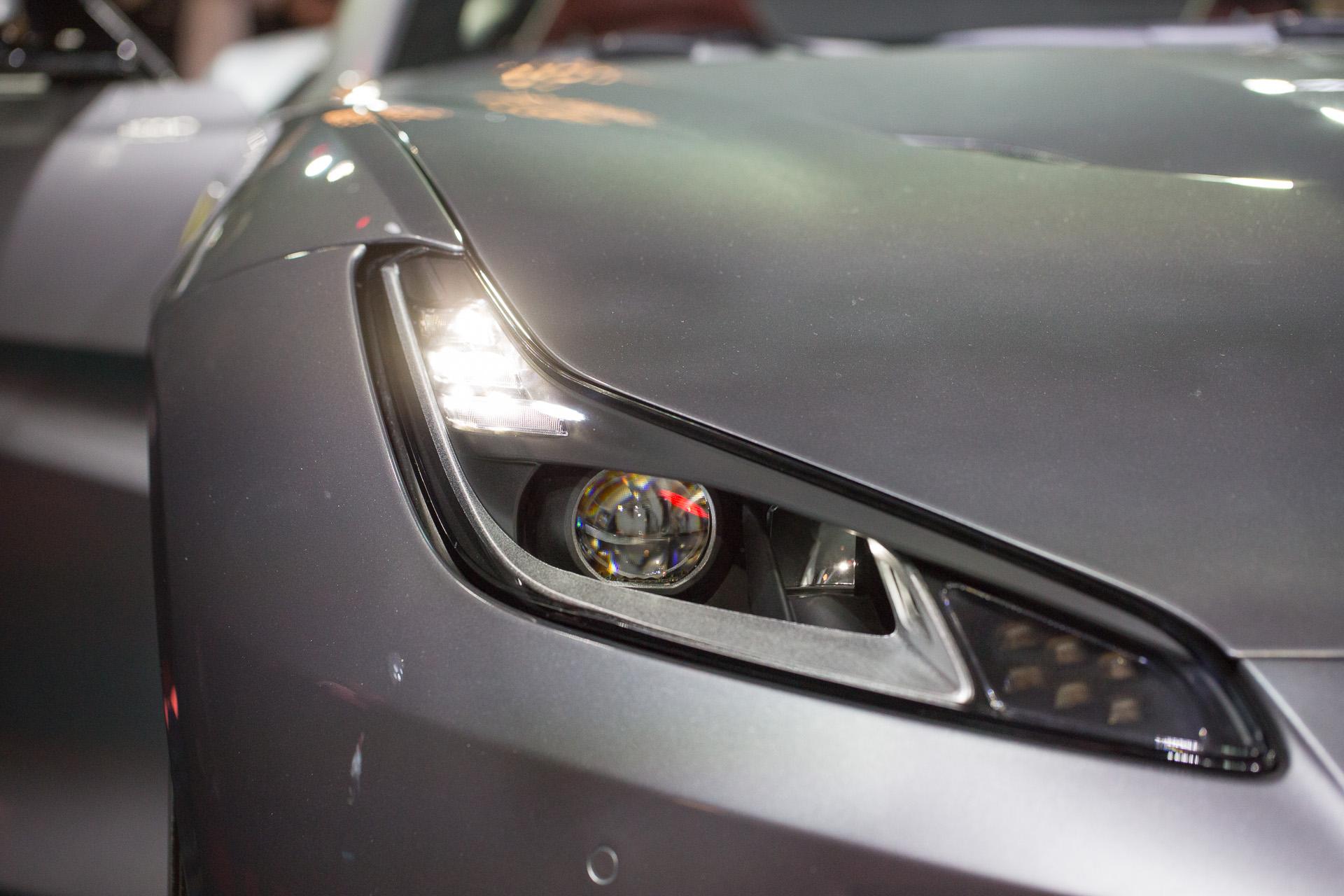 Dettaglio della Ferrari Portofino, faro anteriore