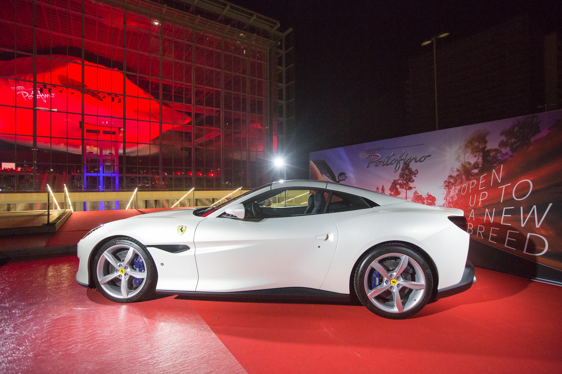 La Ferrari Portofino davanti alla Nuvola di Fuksas